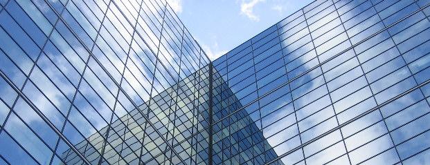 Úvodní obrázek - prosklená budova